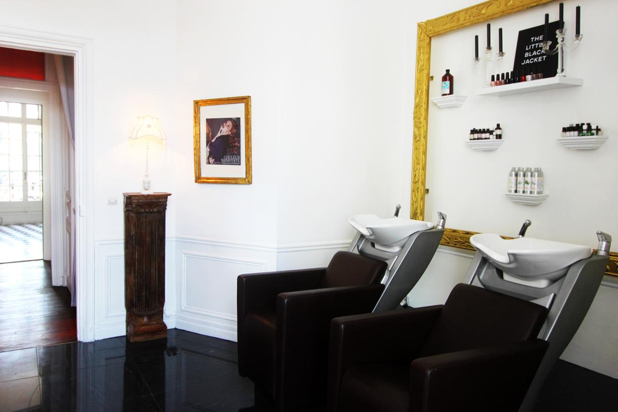 Notre visite myst re au salon de coiffure romain colors for Salon de coiffure paris 8