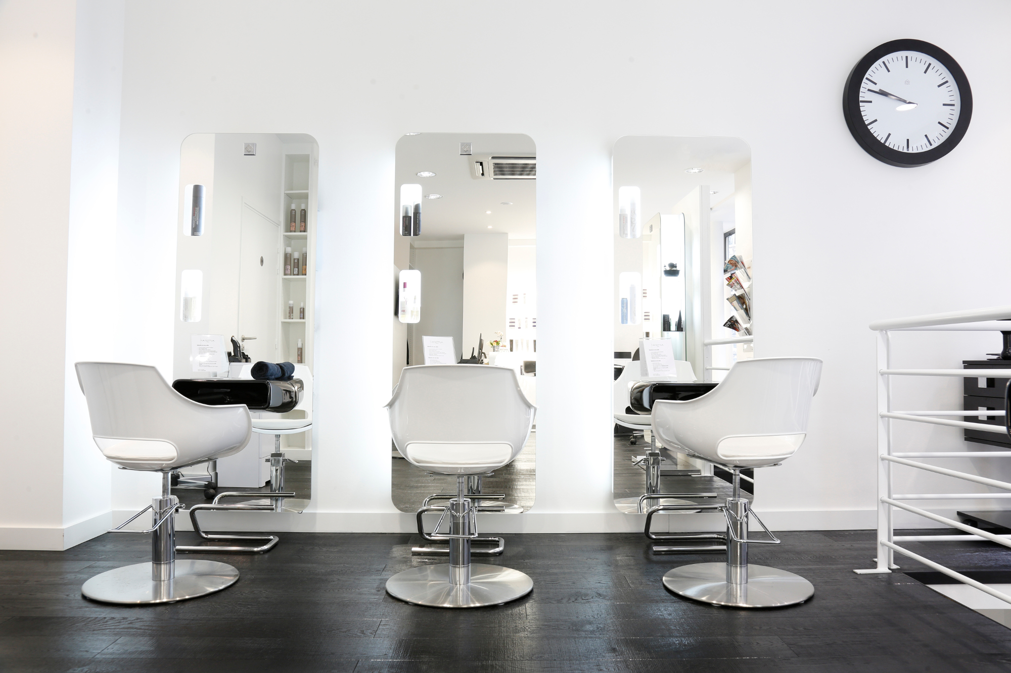 Notre visite myst re du salon de coiffure faretra paris 8 for Salon de coiffure sur paris