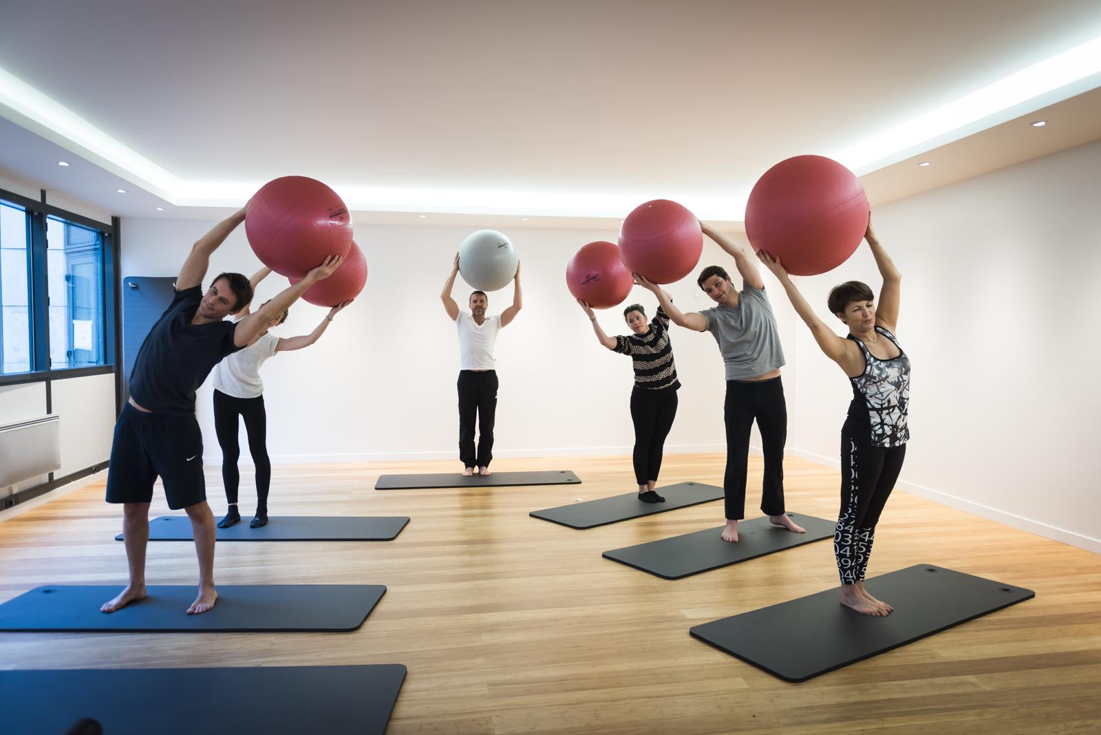 qee levallois yoga pilates. Black Bedroom Furniture Sets. Home Design Ideas