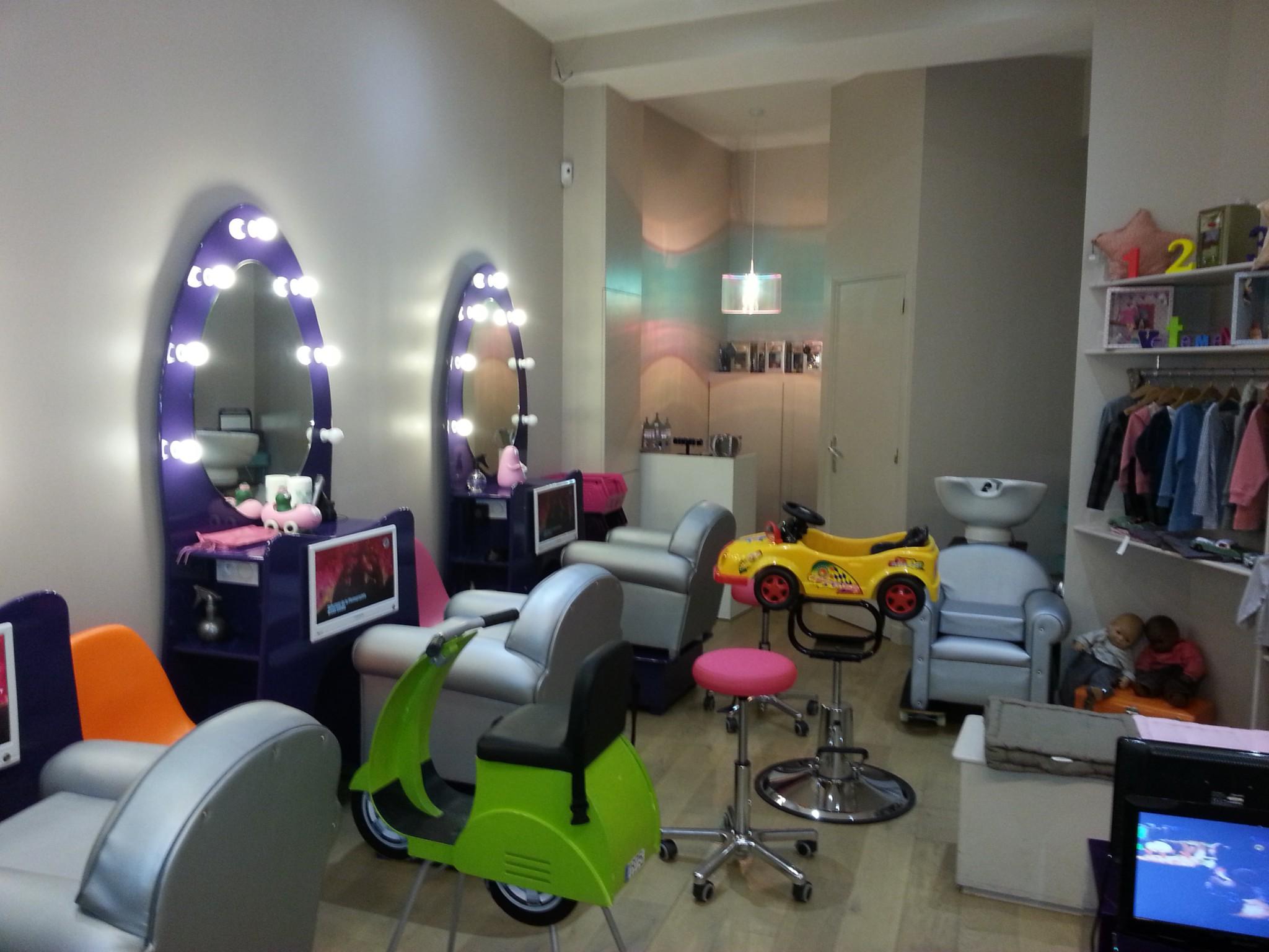 Notre visite myst re au salon de coiffure 123 ciseaux for Salon de coiffure pour enfant